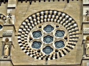 Roseta da catedral, vista do pátio (© J.E)