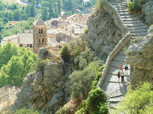 Moustiers sainte marie guide tourisme vacances - Office tourisme moustiers sainte marie ...