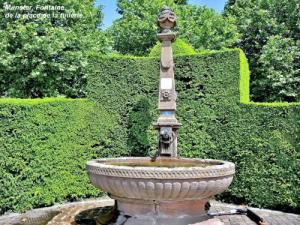 Fountain on the square of the tile factory (© Jean Espirat)