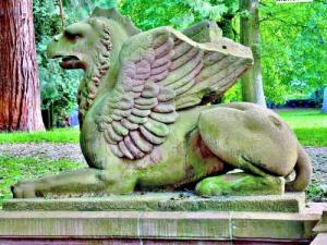 Another griffin in the park (© Jean Espirat)