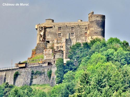 Murol - Tourism, holidays & weekends guide in the Puy-de-Dôme