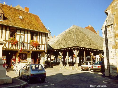 Nolay - Halles de Nolay (© J.E)