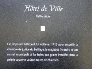 Information on the town hall (© Jean Espirat)