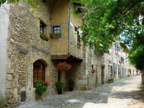 Pérouges - Tourism, holidays & weekends guide in the Ain