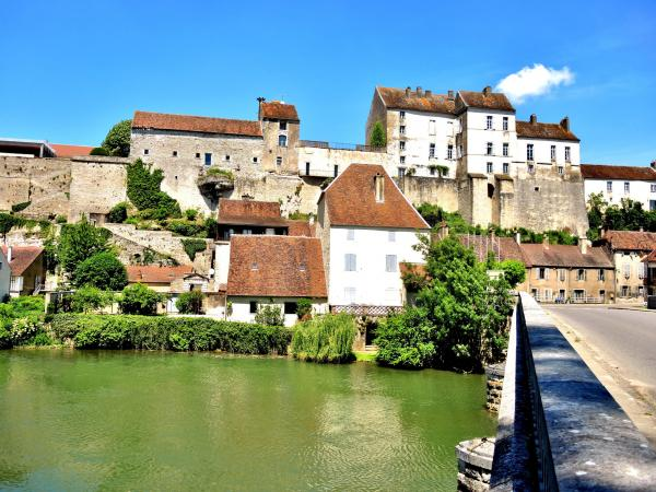 Pesmes - Tourism, holidays & weekends guide in the Haute-Saône