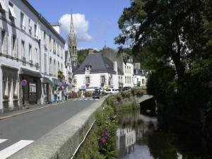 Port Street, Bridge en Church of Pont-Aven