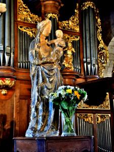 Virgin en Kind in de kerk (© J. E)