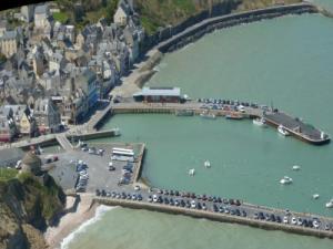 Port en bessin huppain tourism holidays weekends - Poissonnerie port en bessin ...