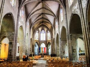 Nave of Our Lady of Marthuret (© J.E)