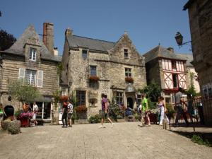 Rochefort-en-Terre locker Square