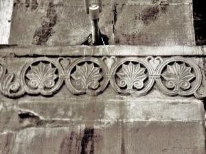 Friesland plant on a pillar of St. Peter and Paul church (© Jean Espirat)