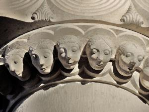 Details of the pillar heads - East Face (© Jean Espirat)