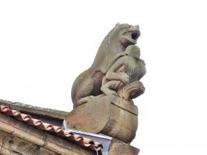 Statue on the church roof St. Peter and Paul (© Jean Espirat)