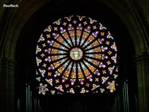 Rosette of the Church of Our Lady of the Assumption (© Jean Espirat)