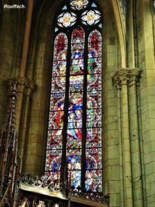 Stained glass of the church (© Jean Espirat)