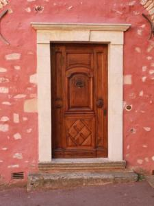 A door in Roussillon
