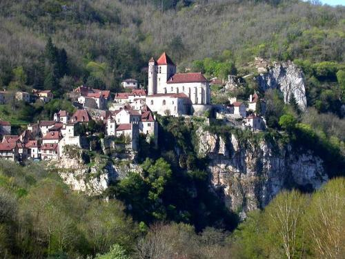 Saint-Cirq-Lapopie - Tourism, holidays & weekends guide in the Lot