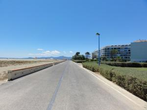 Waterfront promenade - You can go from Canet-en-Roussillon to the port of Saint-Cyprien