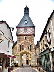 Clock tower, view from outside the old town (© J.E)