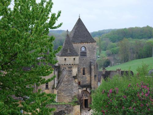 Saint-Geniès - Tourism, holidays & weekends guide in the Dordogne