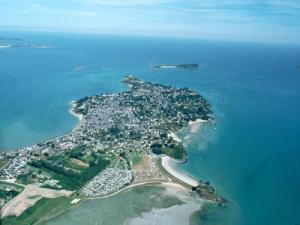 Aerial view of Saint-Jacut-de-la-Mer (Aerial photography © Quessoy)
