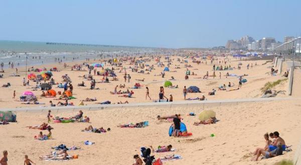 Grande plage de saint jean de monts lieu de loisirs for Piscine st jean de mont