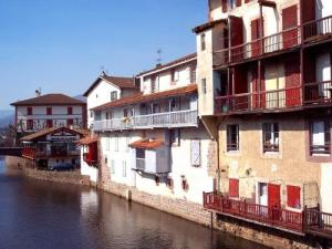 SaintJeanPieddePort Tourism Holiday Guide - Location saint jean pied de port