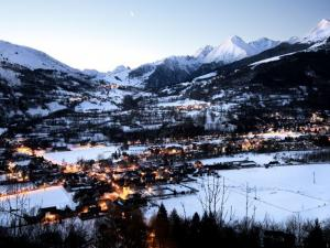 Saint-Lary in den Abend