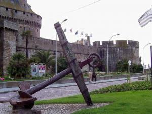 Old anchor in front of the castle of Saint-Malo