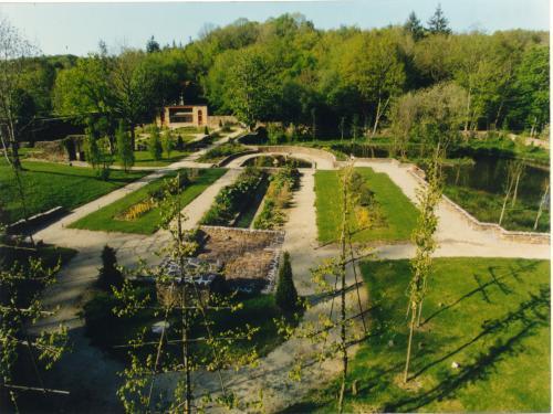 Fotos saint malo de beignon turismo vacaciones y for Entretien jardin saint malo