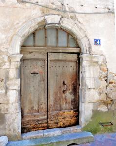 Saint maximin la sainte baume turismo vacaciones y for Puerta casa antigua
