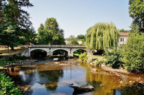 Saint-Pardoux-la-Rivière - Gids voor toerisme, vakantie & weekend in de Dordogne
