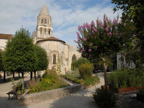 Saintes - Guide tourisme, vacances & week-end en Charente-Maritime