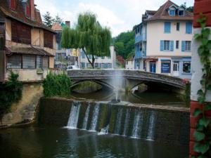 Saleys The River That Runs Through The City