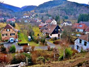 Another view of the village (© J.E)