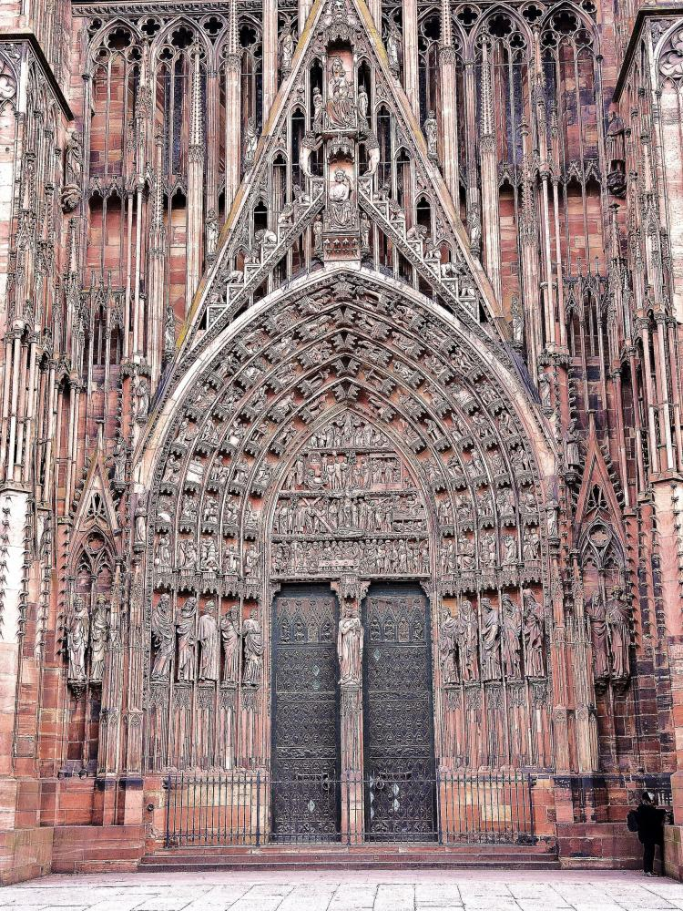 Strasbourg - the big gate and the tympanum of the cathedral (© Jean Espirat)