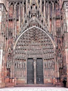 the big gate and the tympanum of the cathedral (© Jean Espirat)