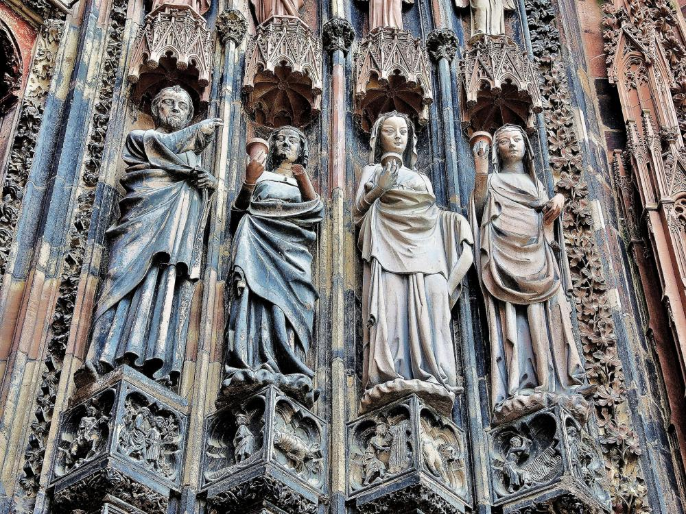 Strasbourg - the wise virgins, the cathedral (© Jean Espirat)