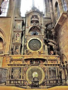 the astronomical clock in the cathedral (© Jean Espirat)