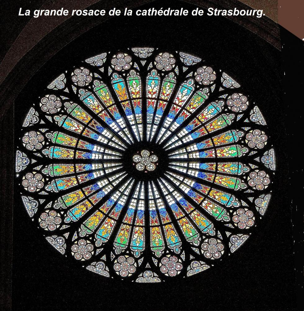 Strasbourg - the rose window of the cathedral (© Jean Espirat)