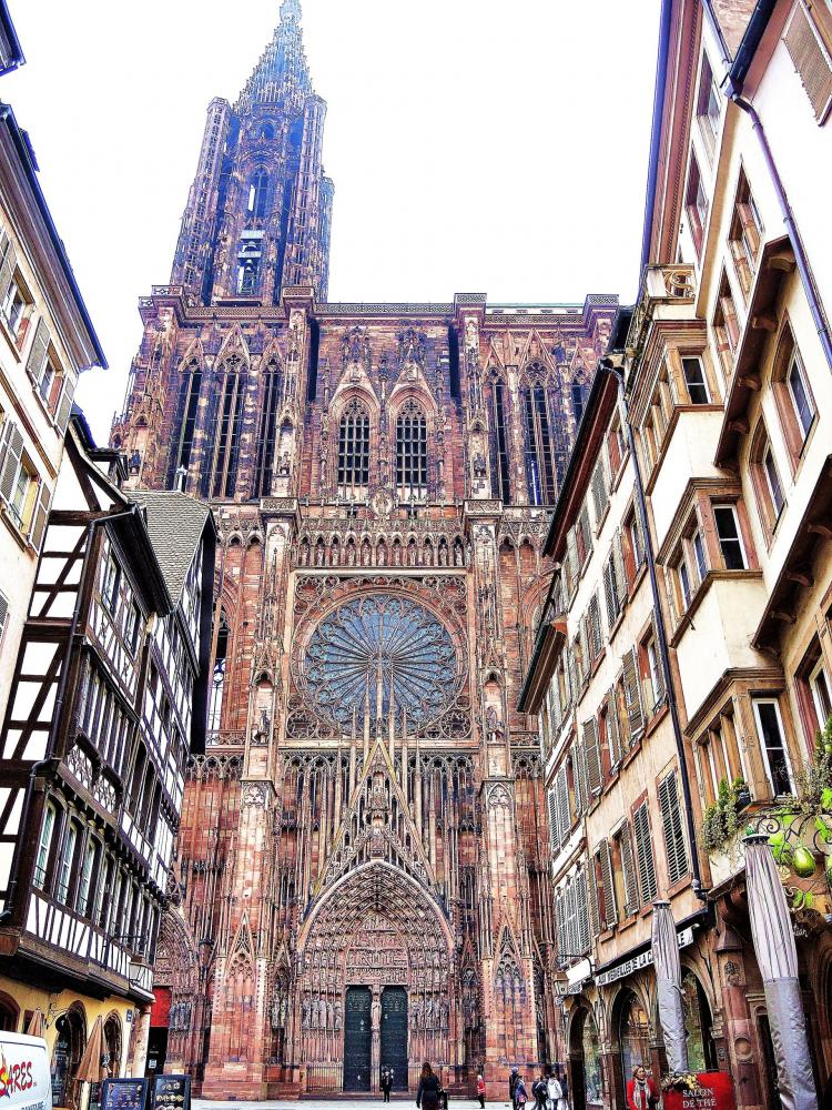 Strasbourg - partial view of the facade of the cathedral (© Jean Espirat)