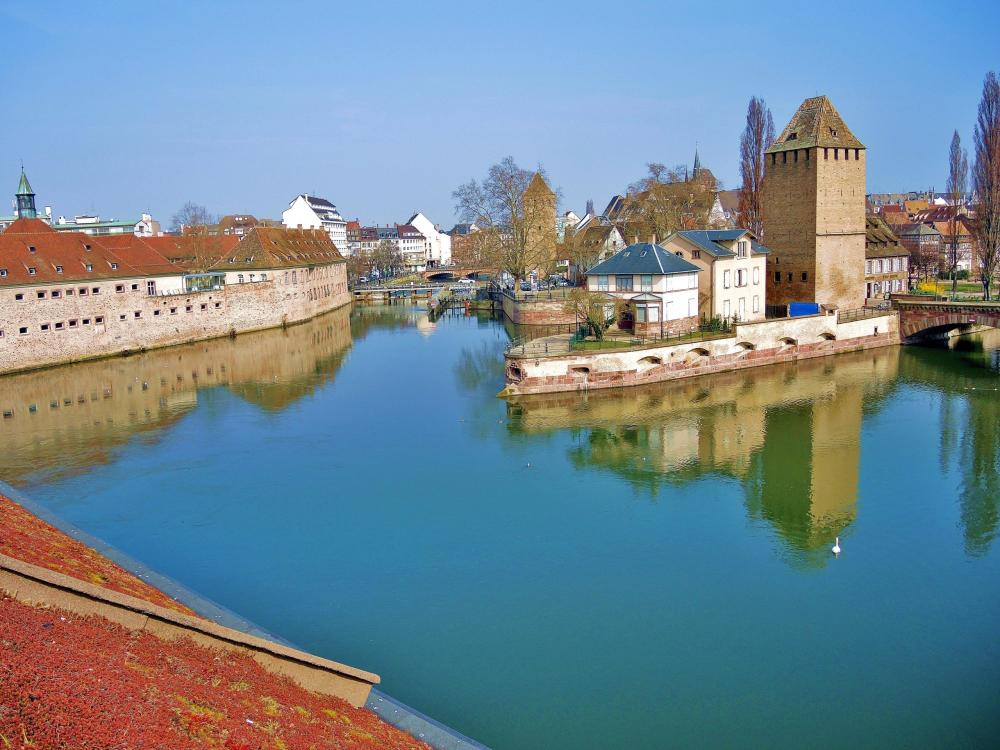 Strasbourg - Tour covered bridges and old fortifications (© Jean Espirat)