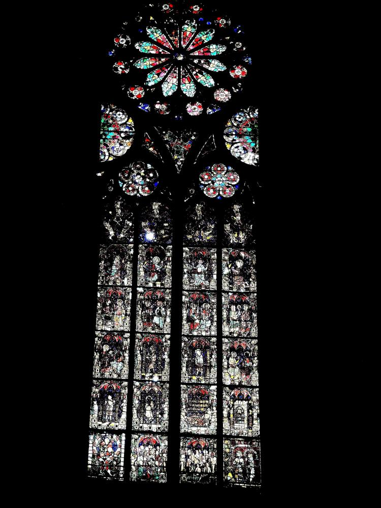 Strasbourg - stained glass of a side chapel Cathedral (© Jean Espirat)