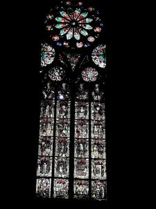 Stained glass of a side chapel of the cathedral (© Jean Espirat)