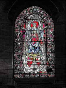 Stained glass window of the choir of the cathedral (© Jean Espirat)
