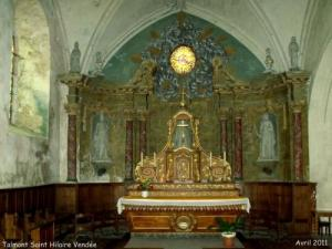 Choir and main altar dedicated to Saint Hilaire