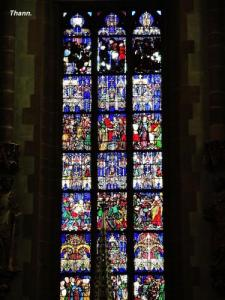 Stained glass window of the collegiate church (© Jean Espirat)