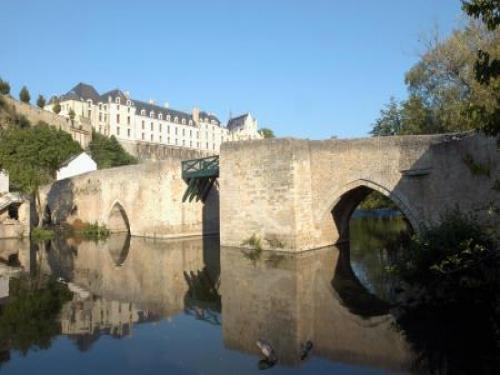 Thouars guide tourisme vacances for Piscine de thouars