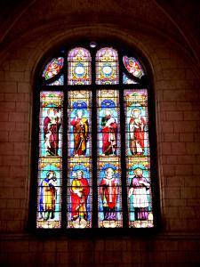Stained glass window of the Saint-Pierre church (© J.E)