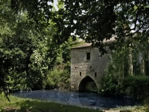 Le Moulin de la Source Bleue (elftes Jahrhundert)